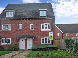 4 bedroom semi-detached house in Codmore Hill