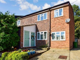 3 bed end of terrace house in Beare Green, Dorking