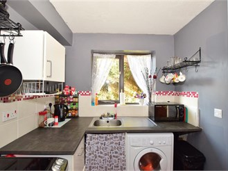 1 bed ground floor flat in Handcross, Haywards Heath