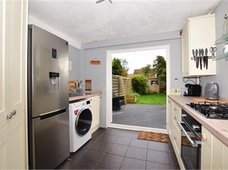 2 bedroom semi-detached house in Leatherhead