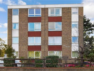 2 bedroom top floor flat in Croydon