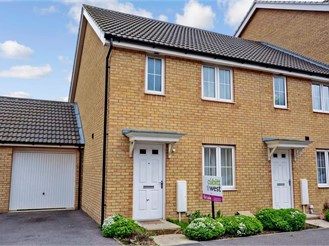 3 bedroom end of terrace house in Peacehaven