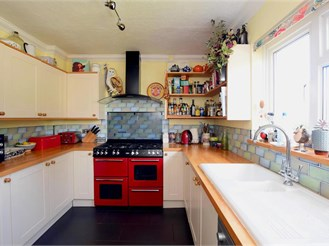 3 bedroom end of terrace house in Lewes