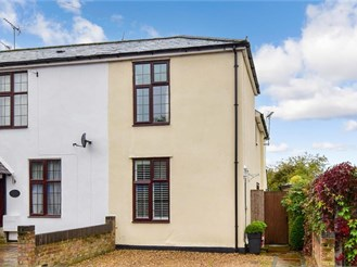 3 bedroom semi-detached house in Leatherhead