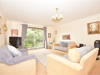 2 bedroom upper-ground floor apartment in Warlingham