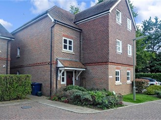 2 bed third floor apartment in Milford, Godalming