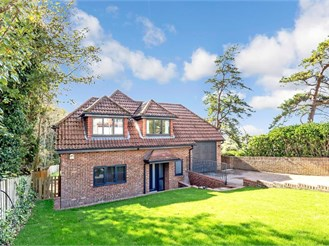 4 bedroom detached house in Woodingdean, Brighton