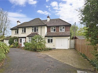 4 bedroom detached house in Reigate Heath