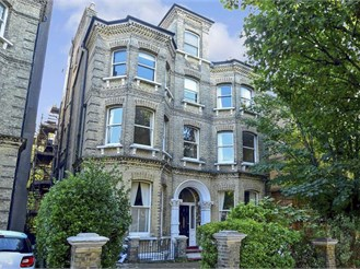 2 bedroom lower-ground floor converted flat in Hove