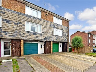 3 bed terraced house in Horsham