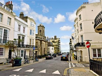 2 bedroom ground floor converted flat in Hove