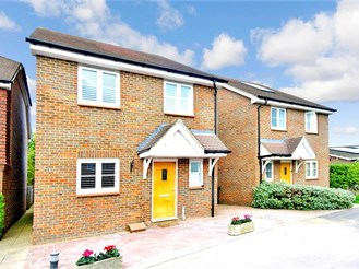 3 bedroom link-detached house in Burgess Hill