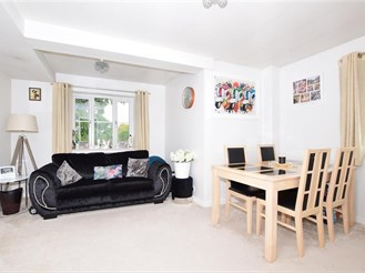 2 bedroom first floor apartment in Sutton