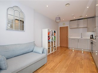 1 bedroom first floor apartment in Wallington