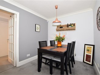 2 bedroom ground floor apartment in South Croydon
