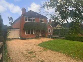 4 bedroom detached house in Crawley Down