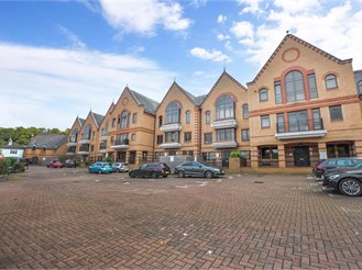 2 bedroom ground floor apartment in Whyteleafe