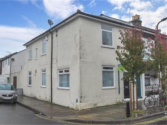 3 bedroom end of terrace house in Portsmouth