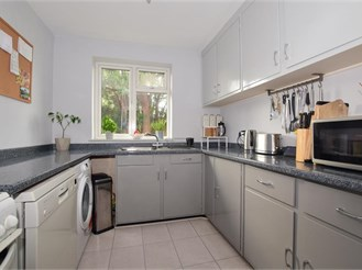 2 bedroom first floor flat in Sutton