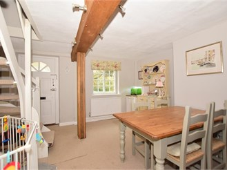2 bedroom cottage in Redhill