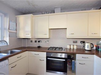 2 bed second floor flat in Erith