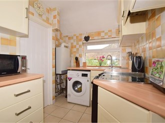 2 bedroom top floor maisonette in Hooley, Coulsdon