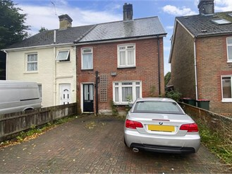 3 bedroom semi-detached house in Crawley