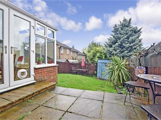 4 bedroom end of terrace house in Banstead