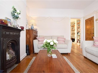 3 bedroom terraced house in Coulsdon