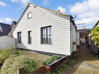 3 bed chalet bungalow in Walberton, Arundel