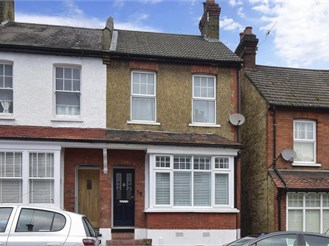 2 bedroom end of terrace house in Purley