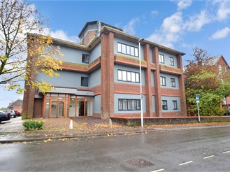 2 bed ground floor apartment in East Grinstead