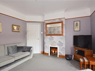 5 bedroom end of terrace house in Northfleet, Gravesend