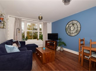 1 bedroom first floor flat in Reigate