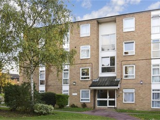 1 bedroom second floor flat in Sutton