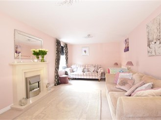 4 bed detached house in Hambrook, Chichester