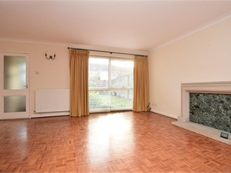3 bedroom end of terrace house in Reigate