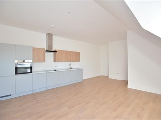 2 bedroom top floor apartment in Uckfield