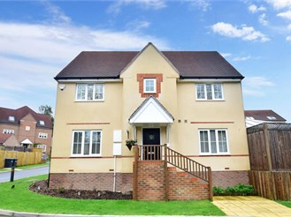 3 bed link-detached house in East Grinstead