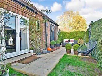 4 bedroom chalet bungalow in Capel, Dorking