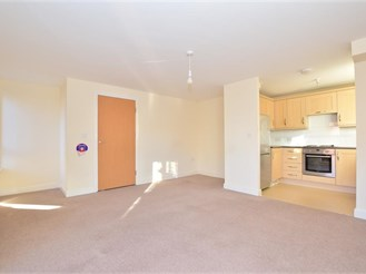 2 bedroom top floor apartment in Three Bridges, Crawley