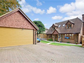4 bedroom detached house in Coulsdon