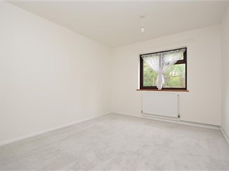 2 bedroom ground floor flat in Horsham
