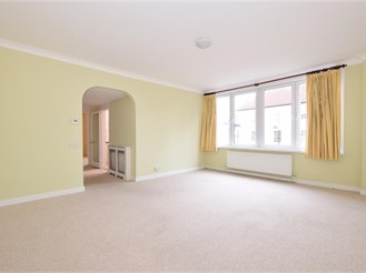 3 bedroom first floor apartment in Petersfield