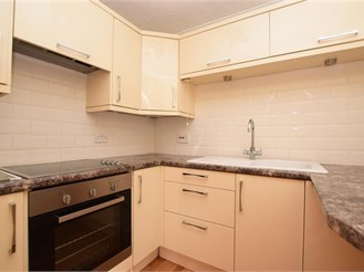 1 bed ground floor apartment in Redhill