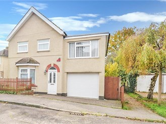 4 bed detached house in Caterham