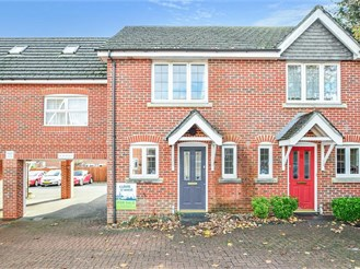2 bed attached house in Storrington