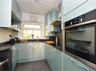2 bedroom top floor flat in Reigate