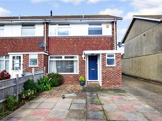 3 bedroom end of terrace house in Hayling Island