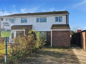 3 bedroom end of terrace house in Crawley